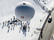 Weltmeister im Distanzfliegen: Der Gasballon «Fribourg Freiburg Challenge» mit den Piloten Laurent Sciboz und Nicolas Tièche hat das Gordon-Bennet-Rennen 2019 für sich entschieden. (Bild: KEYSTONE/LEO DUPERREX)