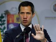 Einige Mitglieder der Opposition in Venezuela verweigern dem selbsternannten Interimspräsident Juan Guaidó mittlerweile die Gefolgschaft. (Bild: KEYSTONE/AP/ARIANA CUBILLOS)