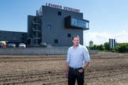 Möchte seine Firma Lehner Versand in Schenkon erweitern: Mitinhaber Thomas Meier. (Bild: Roger Grütter, 8. Mai 2018)