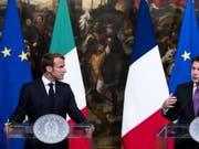 Der italienische Ministerpräsident Giuseppe Conte (rechts) und der französische Präsident Emmanuel Macron (links) haben am Mittwoch über die Flüchtlingskrise und deren Lösung gesprochen. (Bild: KEYSTONE/EPA ANSA/ANGELO CARCONI)