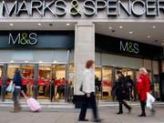 Weniger Preisdruck bei Kleidung und billigere Computerspiele: Die Teuerung in Grossbritannien ging im August stärker als erwartet zurück. (Bild: KEYSTONE/AP/Kirsty Wigglesworth)