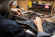 Winkler repariert auch Gitarren von bekannten Musikern.