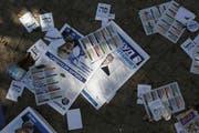 Wahlbroschüren liegen auf dem Boden im israelischen Kiryat Gat. Wer zukünftig regiert, ist unklar. (Bild: Bloomberg, 17. September 2019)