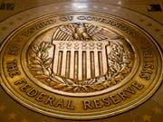 Um einen Konjunktureinbruch zu verhindern, hat die US-Notenbank zum zweiten Mal innerhalb weniger Monate den Leitzins um 0,25 Prozentpunkte gesenkt. (Bild: KEYSTONE/AP/ANDREW HARNIK)