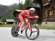Stefan Küng unterwegs im Dress des Schweizer Zeitfahr-Meisters (Bild: KEYSTONE/GIAN EHRENZELLER)