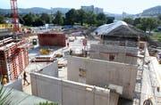 Imposante Baustelle westlich der «Sonnmatt»: Das neue Gebäude kann voraussichtlich Ende 2021 bezogen werden. (Bilder: Philipp Stutz)