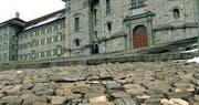 Sanierungsbedürftig: Der Klosterplatz in Einsiedeln. (Bild: Kloster Einsiedeln)