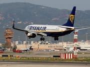 Ryanair gerät wegen dem anhaltenden Auslieferungsverbot für Boing 737 Max zunehmend in Bedrängnis. (Bild: KEYSTONE/EPA EFE/QUIQUE GARCIA)