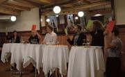 Monika Rüegger, Marco De Col, Moderator Joel Michel, Peter Krummenacher, Luke Gasser und Mirjam Hostetmann (von links) diskutierten intensiv. (Bild: PD)