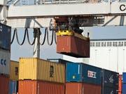 Der Schweizer Exportmotor ist im August ins Stottern geraten. (Bild: KEYSTONE/GAETAN BALLY)