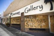 «Hurricanes suck!» Verbarrikadierte Geschäfte in Titusville, Florida am 1. September. (Bild: Keystone)