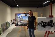 Noch am Einrichten: Ruben D. Brogna in der «Galerie am Gleis», wo er nächsten Samstag seine Ausstellung Experience eröffnen wird. (Bild: Tobias Söldi)