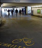 Die Unterführung am Wiler Bahnhof. Passanten und Reisende fühlen sich hier unwohl – vor allem nachts.Bild: red