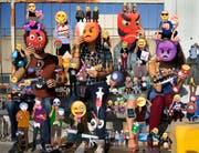 Emojis auf Olaf Breuning's Wimmelbild-Tapete. (Bild: Aargauer Kunsthaus)