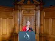 Die Präsidentin der nationalrätlichen Verkehrskommission, Edith Graf-Litscher, übt Kritik an der SBB-Spitze. Diese müsse ihre Aufgaben besser wahrnehmen, fordert sie. (Bild: KEYSTONE/PETER KLAUNZER)