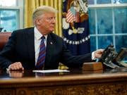 Ein Telefongespräch von US-Präsident Donald Trump mit einem ausländischen Führer alarmierte die US-Geheimdienste. (Bild: KEYSTONE/AP/EVAN VUCCI)