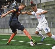 Im Cup hielt Wil (mit Joël Schmid, links) gegen den Favoriten FC Zürich (Benjamin Kololli) gut mit (Bild: Gian Ehrenzeller/Keystone)