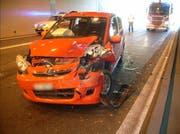 Am Unfallfahrzeug entstand 30'000 Franken Schaden. (Bild: Kantonspolizei Uri, 20. September 2019)