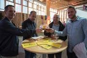 Degustieren und Anstossen am Freitag beim ersten «Bierprobier» in der Olma-Halle 7. (Bild: Lisa Jenny - 20. September 2019)