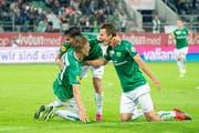 Bejubeln das 2:0 gegen Servette: Torschütze Lukas Görtler (rechts) mit Victor Abril Ruiz (Mitte) und Miro Muheim. (Bild: Urs Bucher)
