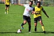 Torschütze Andrej Barbarez setzt sich gegen Altdorfs Captain Calderon Mavembo durch. (Bild: Ronny Arnold, Altdorf, 22. September 2019)