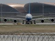 In China ist am Mittwoch der nach Gebäudefläche grösste Airport der Welt eingeweiht worden. (Bild: KEYSTONE/AP/NG HAN GUAN)