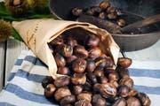 Wärmend und gesund - eine Portion «heissi Marroni» wie man sie mag. (Bild: Getty)