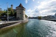 Im Nölliturm, der den westlichen Abschluss der Luzerner Museggmauer bildet, ist die Safran-Zunft Luzern eingemietet. Bild: Roger Grütter (Luzern, 6. Oktober 2017)