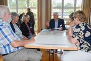 Münchwilens Gemeindepräsident Guido Grütter (Mitte) diskutiert in einer Workshop-Gruppe.