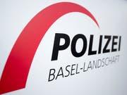 Die Polizei Basel-Landschaft hat am Donnerstagmorgen mitgeteilt, dass es in Muttenz BL in einer Chemiefirma zu einem Stoffaustritt gekommen sei. (Bild: KEYSTONE/URS FLUEELER)