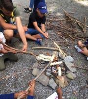Gemeinsam verbrachten die Kinder einen Nachmittag im Wald. (Bild: PD)