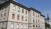 Die Zukunft des Kirchmattschulhauses beschäftigt den Erstfelder Gemeinderat schon länger. Aufgrund der Auflagen der Denkmalpflege wird ein Verkauf kaum möglich sein. (Bild: Paul Gwerder, 4. Juli 2019)