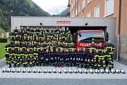Die Frauen und Männer der Erstfelder Feuerwehr vor ihrem Lokal. (Bild: PD)