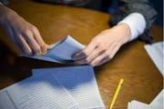 Vereinzelte Wahlunterlagen in den Kantonen St.Gallen und Thurgau sind unvollständig verschickt worden. (Bild: Keystone)