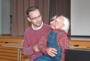 Yves Keller lässt «Opa Chäller» vom Leben aus dem Altersheim erzählen. (Bilder: PD)