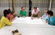 Gruppenarbeit am Coworking-Abend in Stettfurt. (Bild: Claudia Koch)