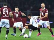 Milans Ismaël Bennacer verrennt sich in der Torino-Abwehr (Bild: KEYSTONE/EPA ANSA/ALESSANDRO DI MARCO)