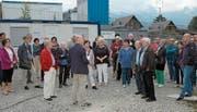 Roland Rubin, Fachbereichsleiter Betrieb und Organisation, begrüsst die zahlreichen Besucher zum Baustellenrundgang. Bild: PD
