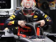 Job erfüllt, raus aus dem Auto: Max Verstappen steigt nach seiner Bestzeit am Freitag aus seinem Red Bull-Honda (Bild: KEYSTONE/EPA/YURI KOCHETKOV)