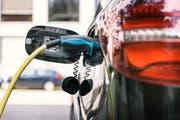 Alleine die grössten europäischen Automobilunternehmen investieren bis 2020 gesamthaft über 60 Milliarden Euro in Elektromobilität. (Bild: Christian Beutler/Keystone)