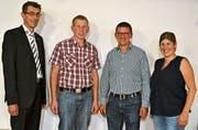 Kreispräsident Werner Lusti mit OK-Mitgliedern der MG Mosnang: Rafael Breitenmoser, Präsident, Stefan Bürge und Nicole Brändle (von links). Bild: Peter Jenni