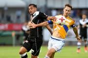 Hier noch in der Schweiz, heute spielen beide im Ausland. Davide Mariani vom FC Lugano, François Affolter im Dress des FC Luzern. (Bild: Keystone)