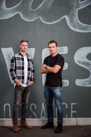 Eishockeyaner Timo Meier (r.) und Fussballer François Affolter wurden in San Jose zu Freunden. (Bild: Julia Sieber)