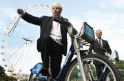 Boris Johnson als velofahrender Bürgermeister. (Bild: AP)