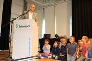 Gemendepräsident Martin Haas spricht zu den Schülerinnen und Schülern. (Bild: Christof Lampart)