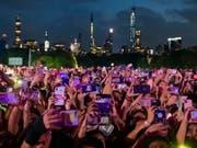 Tausende Zuschauer: Im New Yorker Central Park hat in der Nacht auf Sonntag ein Benefizkonzert gegen Armut und mehr Engagement im Kampf gegen Krankheiten stattgefunden. (Bild: KEYSTONE/AP Invision/CHARLES SYKES)