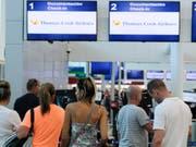 Nach der Insolvenz von Thomas Cook müssen sich Kunden des Reiseveranstalters auch noch vor Abzocke durch betrügerische E-Mails wappnen. (Bild: KEYSTONE/AP/VICTOR RUIZ)