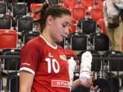 Daphne Gautschi ist trotz ihrer sechs Tore gegen Olympiasieger Russland nach der Partie nicht zufrieden (Bild: KEYSTONE/ANTHONY ANEX)