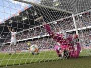 Luzerns Torhüter Marius Müller ist gegen Basel mehrmals machtlos (Bild: KEYSTONE/PETER KLAUNZER)