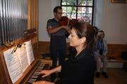 Die Eucharistiefeier ist von Lea Ziegler Tschalèr (Orgel) zusammen mit Christian Zgraggen (Viola) verschönert worden. (Bild: Paul Gwerder, Altdorf, 28. September 2019)